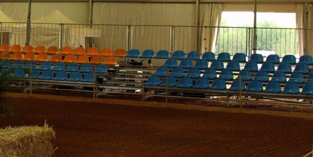 Unicca escenarios gradas y tribunas for Telefono carpa logrono